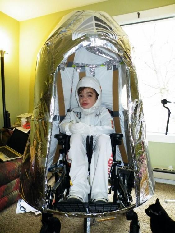 Disfraz de un cohete espacial de un niño