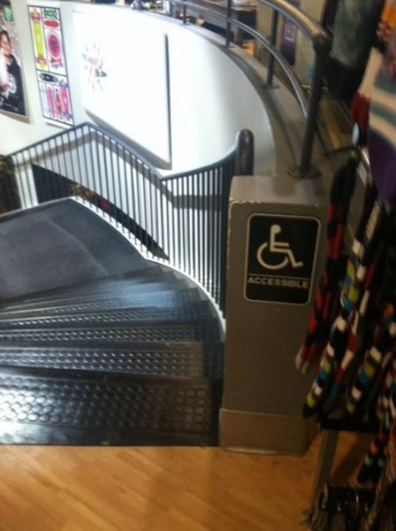 Escaleras en un centro comercial
