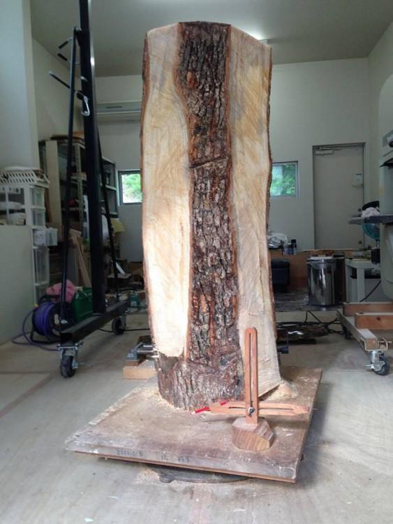 Tronco de madera un poco tallado