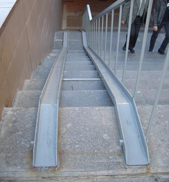Escaleras con dos rampas en medio