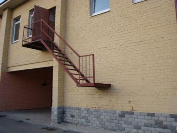 Escaleras que no llegan hasta el suelo