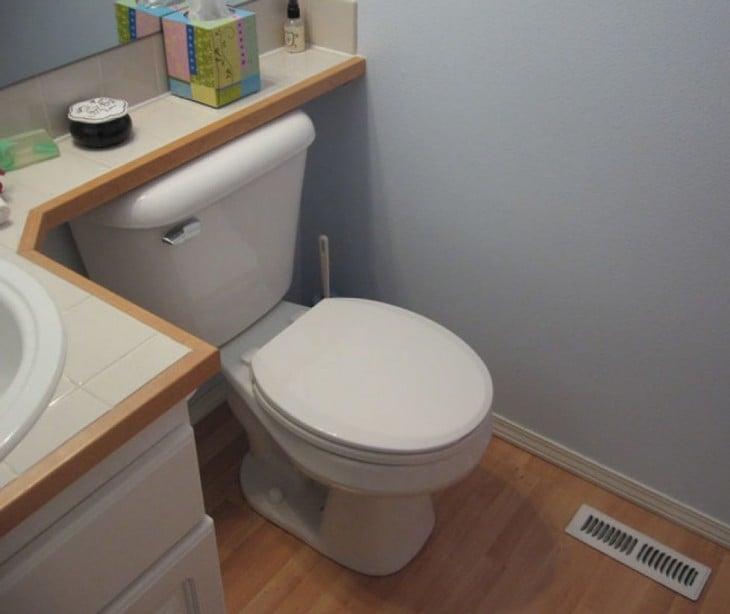 Inodoro dentro de un baño