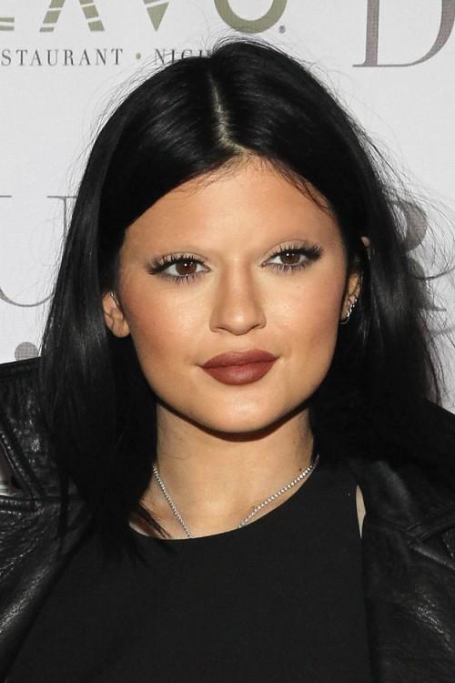 Kylie Jenner sin cejas