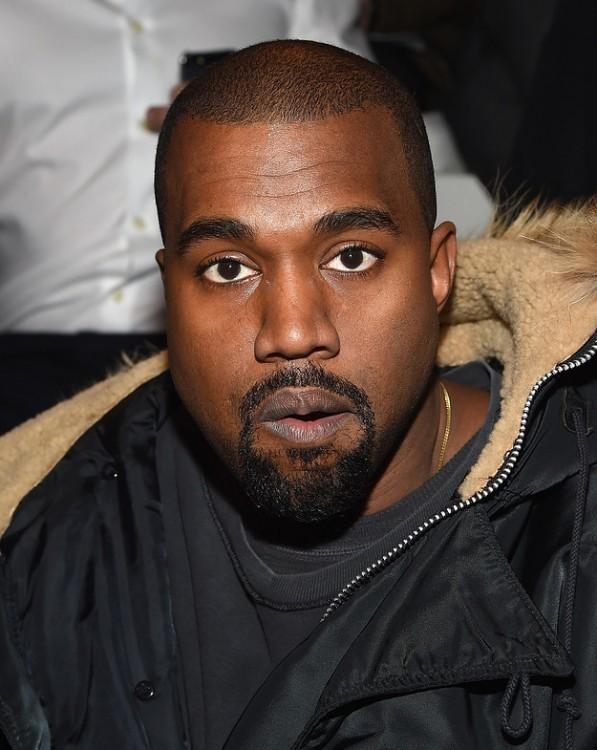 Kanye West con cejas