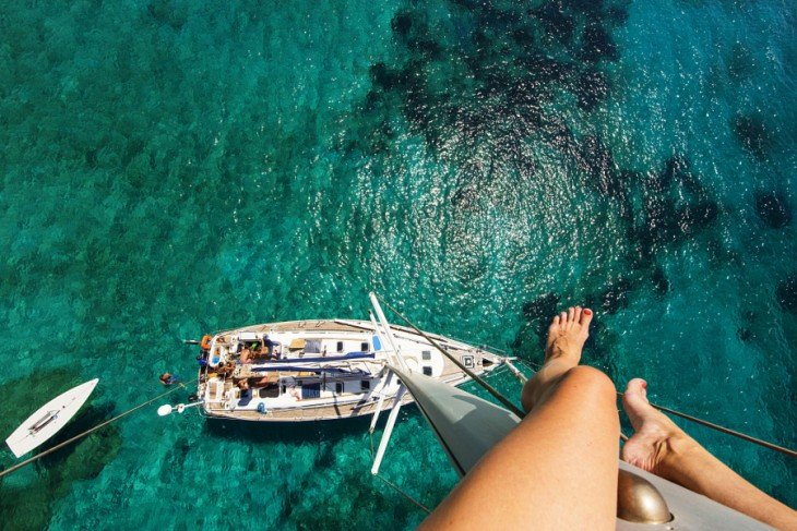 Fotógrafo arriba de un barco