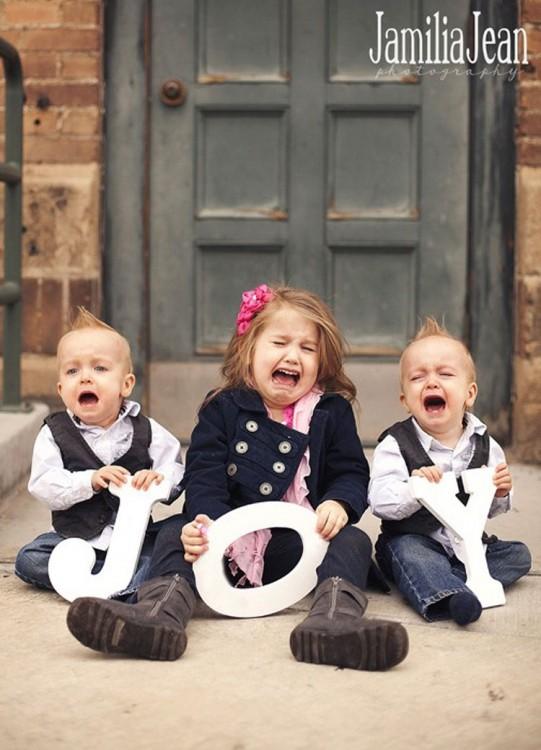 Niños llorando para la foto