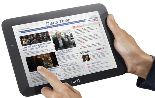 Tablet con un periódico digital