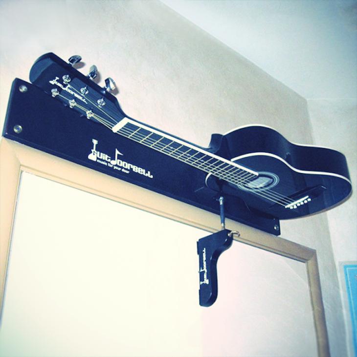 Guitarra-timbre de puerta