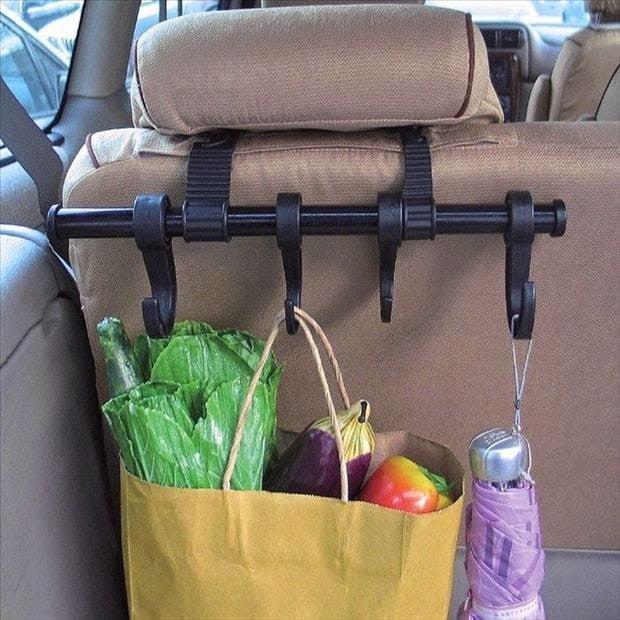Herramienta para colgar cosas en el coche