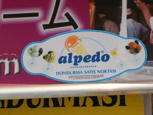 Publicidad de un lugar donde venden helados