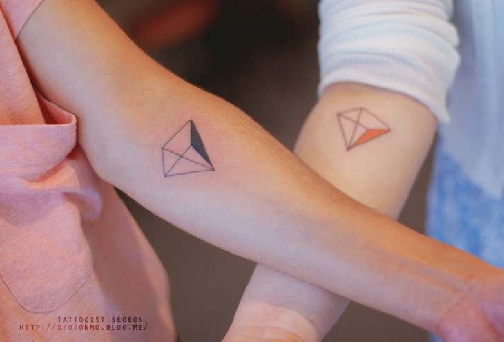 Tatuajes minimalistas con triángulos