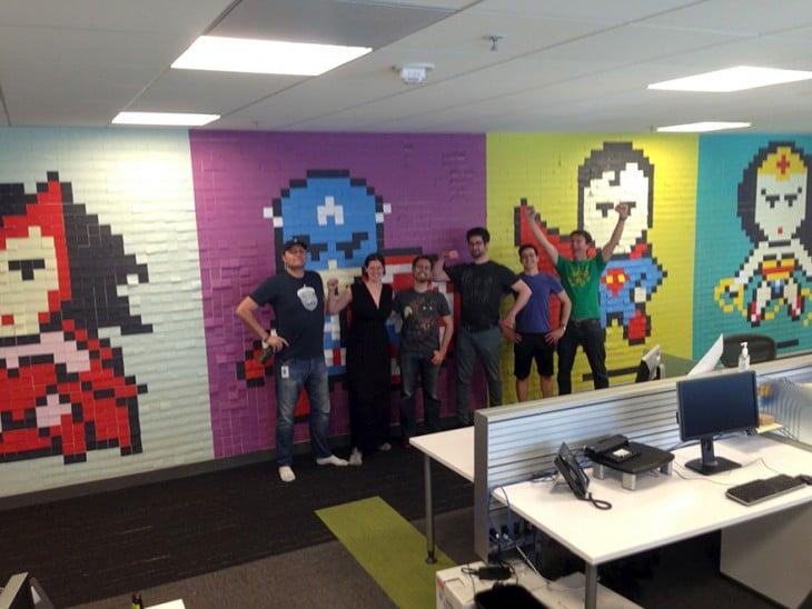 Trabajadores frente al mural