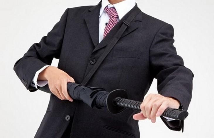 Paraguas con diseño de espada