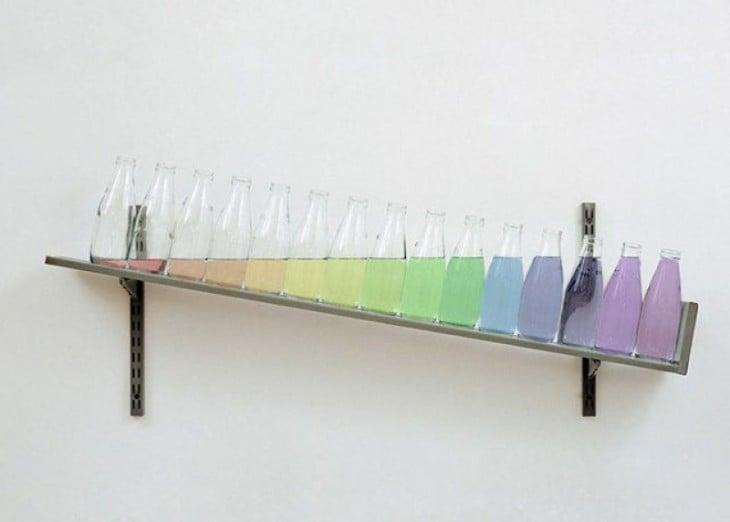 Estante con botellas que aumenten su contenido