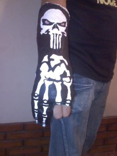 "Yeso con diseño de ""The Punisher"""