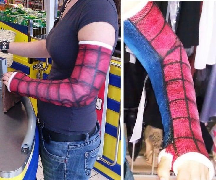 Yeso con diseño de spiderman
