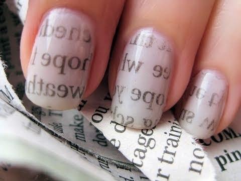 uñas pintadas con una revista