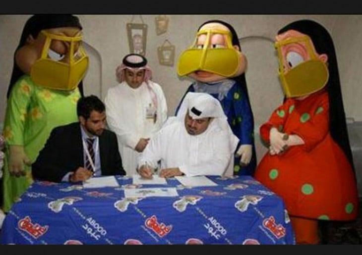jeques arabes junto a dibujos animados