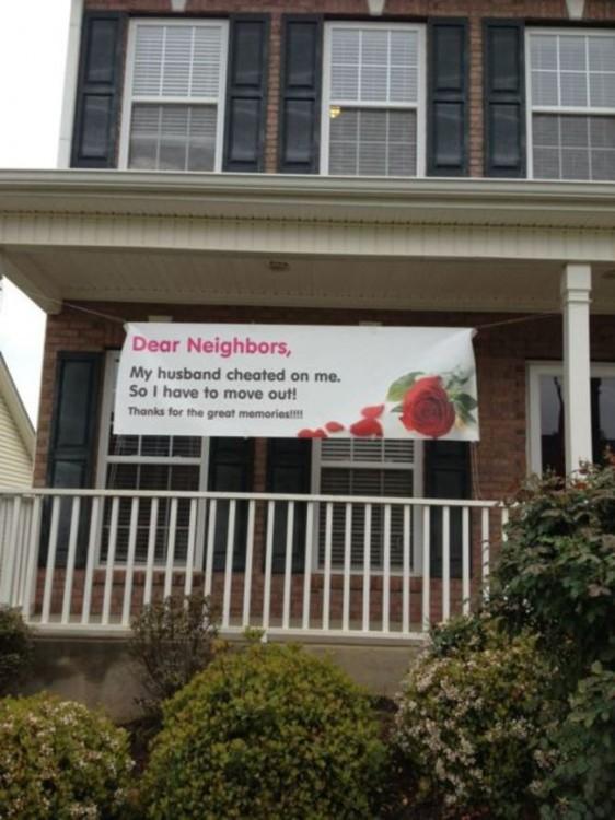 lona colgada frente a una casa de la infidelidad