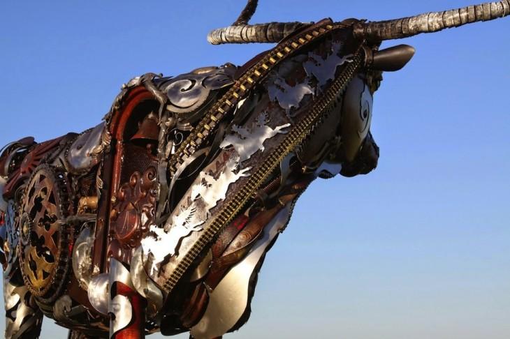 estructura de metal con forma de toro