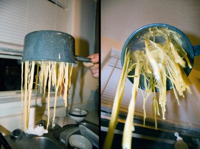 olla con espagueti mal cocinado