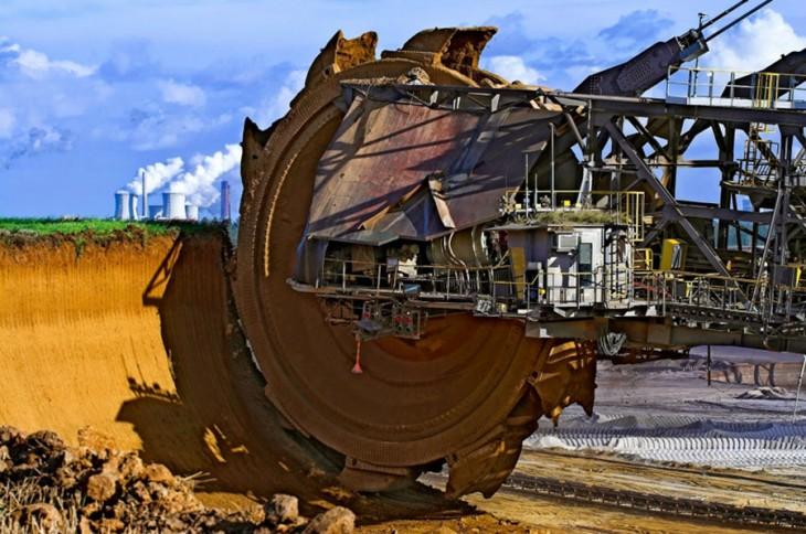 La mayor escabadora del mundo, Bagger 288, utilizada para extraer carbón en la mina de cielo abierto de Tangebau Hambach en Alemania