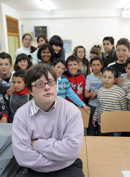 pablo pineda con sus alumnos de clase