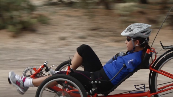 jessica cox en bicicleta