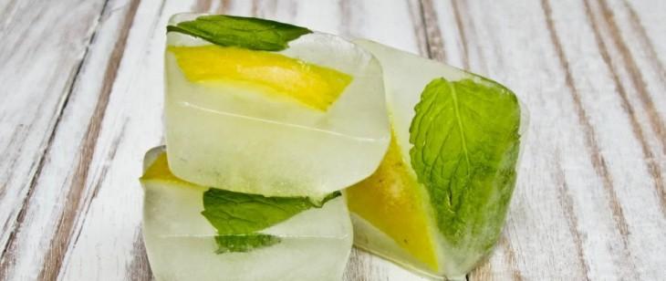 como hacer hielos con rebanadas de limon