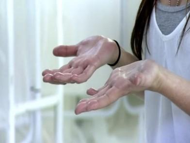 manos sudadas de mujer