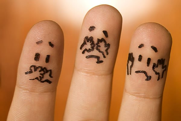 dedos con carita de verguenza