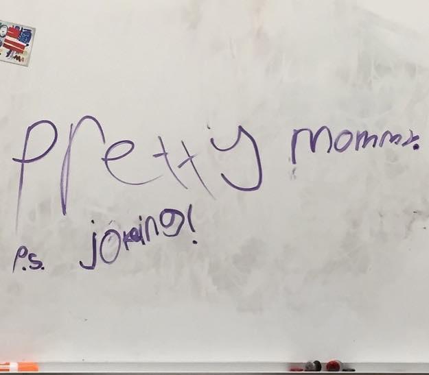 mensaje de broma de pequeño hacia su madre