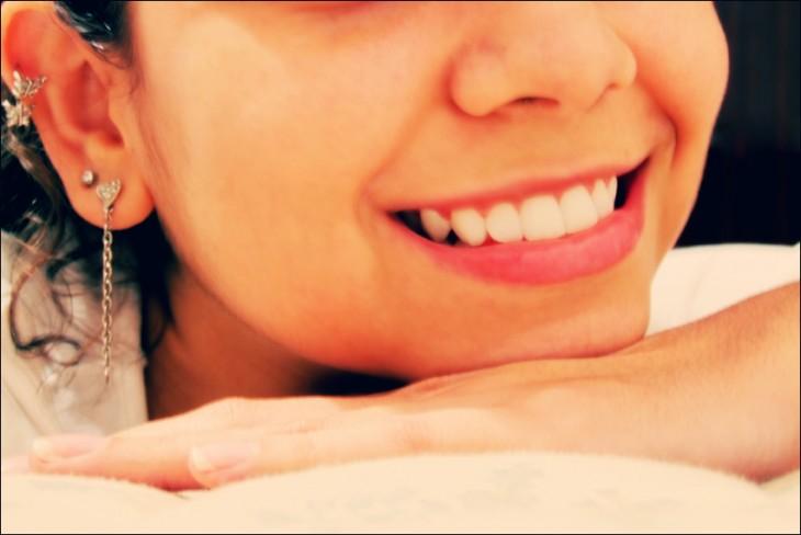 sonrisa blanca de mujer