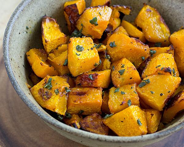 Ensalada de calabaza bellota asada con maple