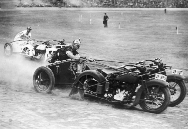 carreras de carreta tiradas por dos motos