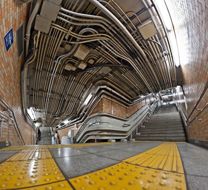 canaleta de cables en las escaleras