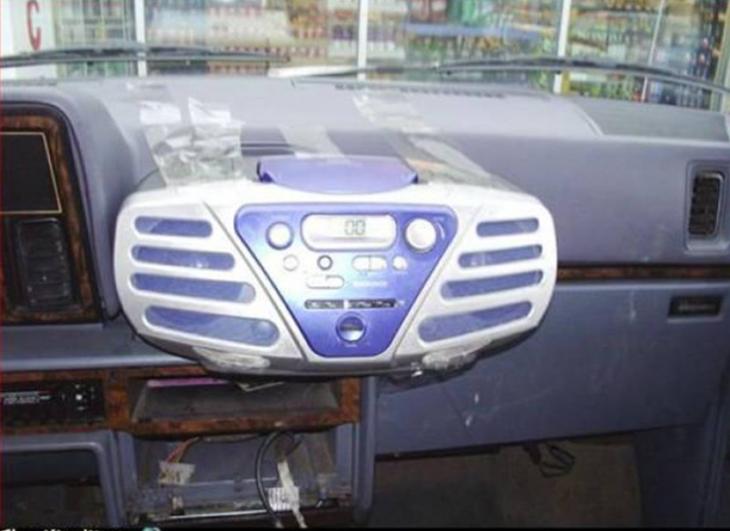 radiograbadora funcionando como estereo de coche