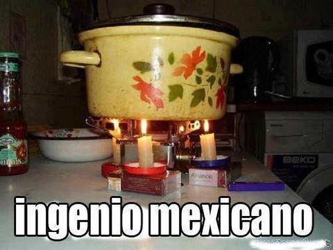 olla con comida calentandose con velas