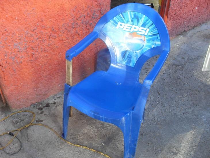 silla azul arreglada
