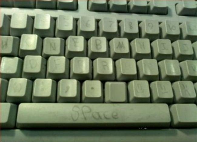 teclado arreglado con una pluma