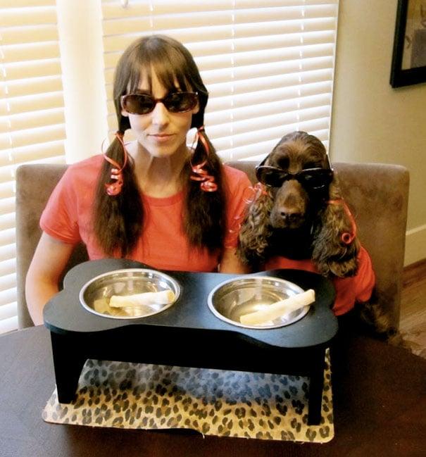 mujer se viste igual a su perra para fotografía