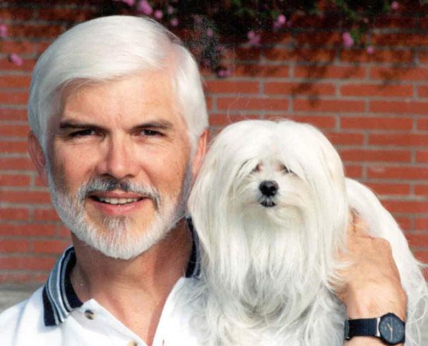 hombre y perro mascota se parecen