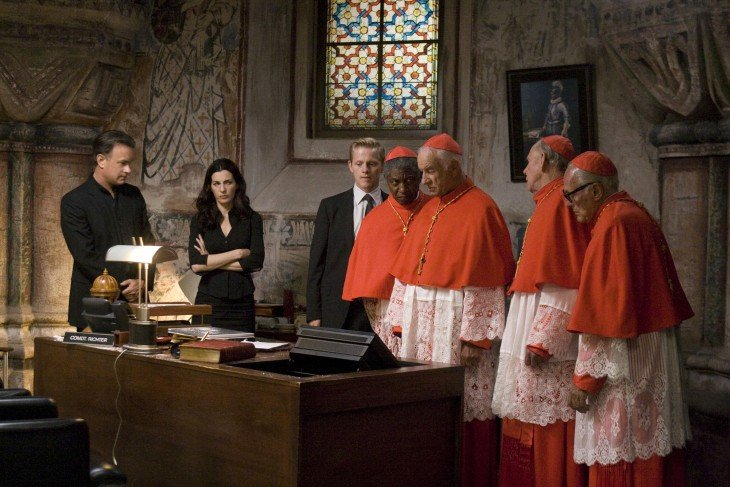 escena de la pelicula angeles y demonios en donde se encuentran en el vaticano