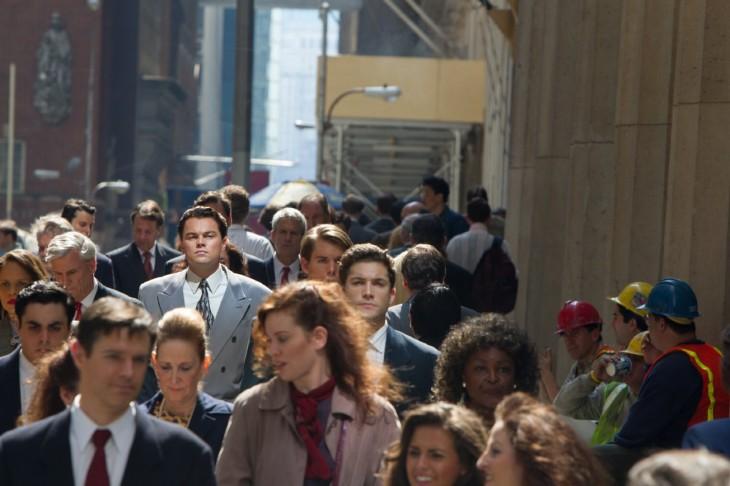 scena del lobo del wall street donde va en busqueda de un mejor empleo