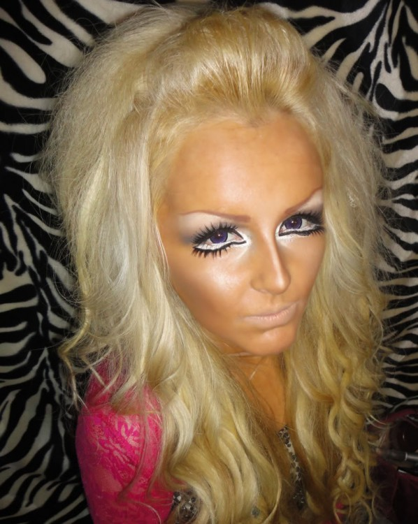 mujer quiso imitar el estilo barbie