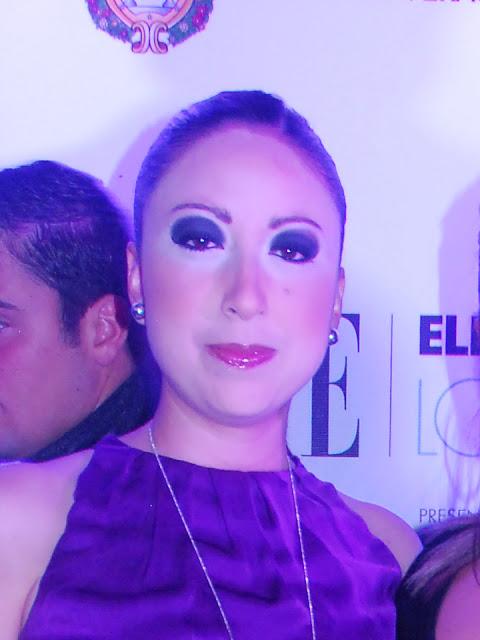 mujer con ojeras marcadas en circulos