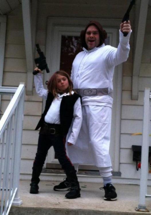 papá se disfraza de princesa lea para que su hija sea una jedi
