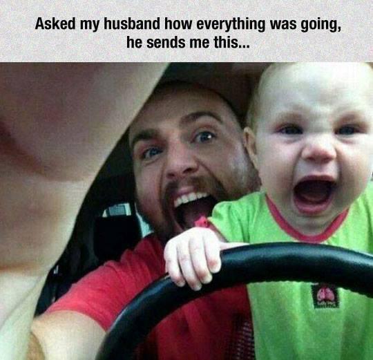 papá le enseña a ser rudo a su hijoo al parecer que van manejando en el carro