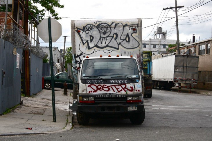 vandalizan camioneta de refrigeración