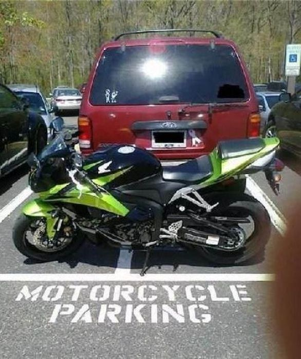 para uso exclusivo de motocicleta y la camioneta se acomodo en ese lugar